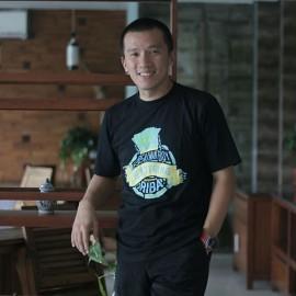 Beberapa Kaos Yang Dipakai Ustadz Felix Siauw