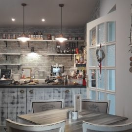 Dapur klasik abu-abu, unsplash @adampinterr