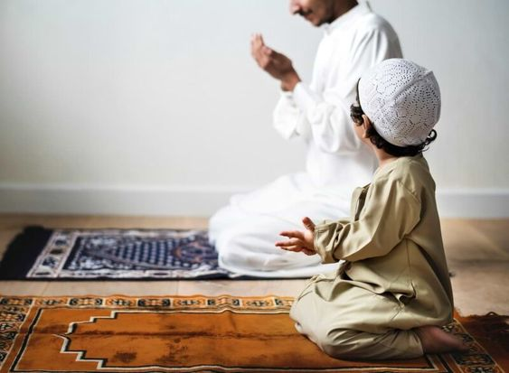 Belajaar dan beribadah bersama di musholah. Sumber : pinterest.com